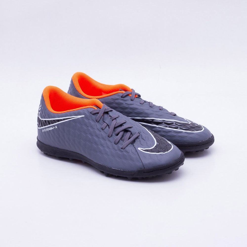 68e57c12b80f0 Chuteira Society Nike HypervenomX Phantom 3 Club Cinza e Laranja ...