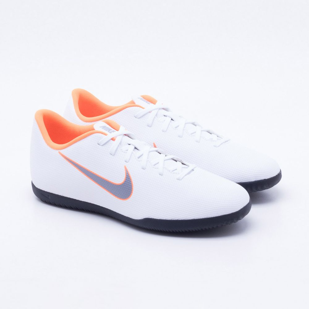 Chuteira Futsal Nike MercurialX Vapor 12 Club IC Branco e Laranja ... af34fb319cc14