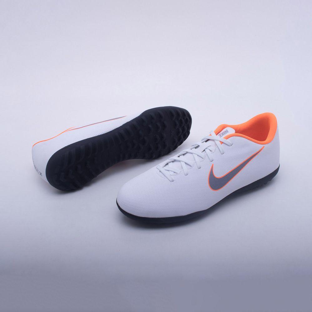 Chuteira Society Nike Mercurial VaporX 12 Club TF Branco e Laranja ... db14c2011d3b2