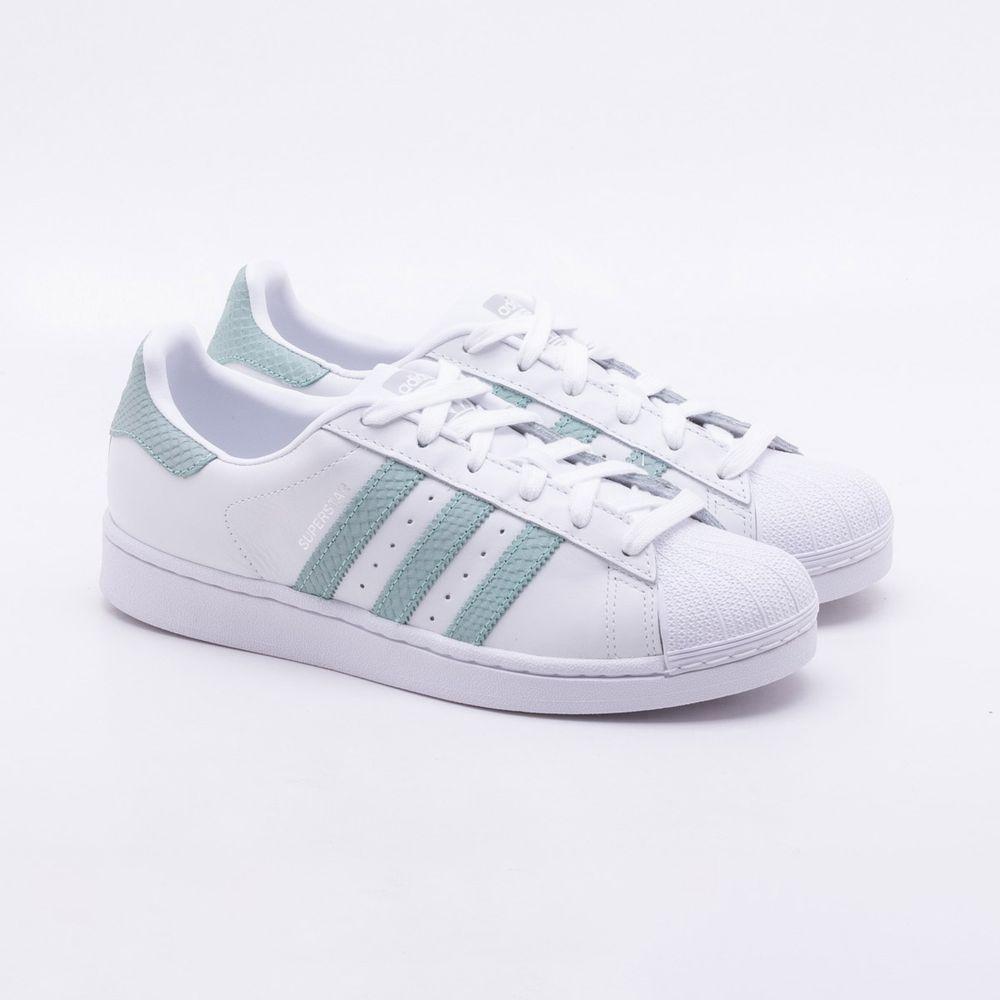 6872399f23 Tênis Adidas Superstar Originals Branco Feminino Branco e Verde ...