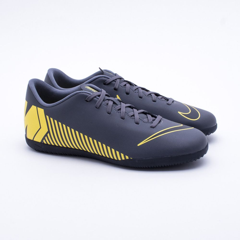 ebd54bab31 Chuteira Futsal Nike Mercurial VaporX 12 Club IC Cinza Escuro - Gaston -  Paqueta Esportes