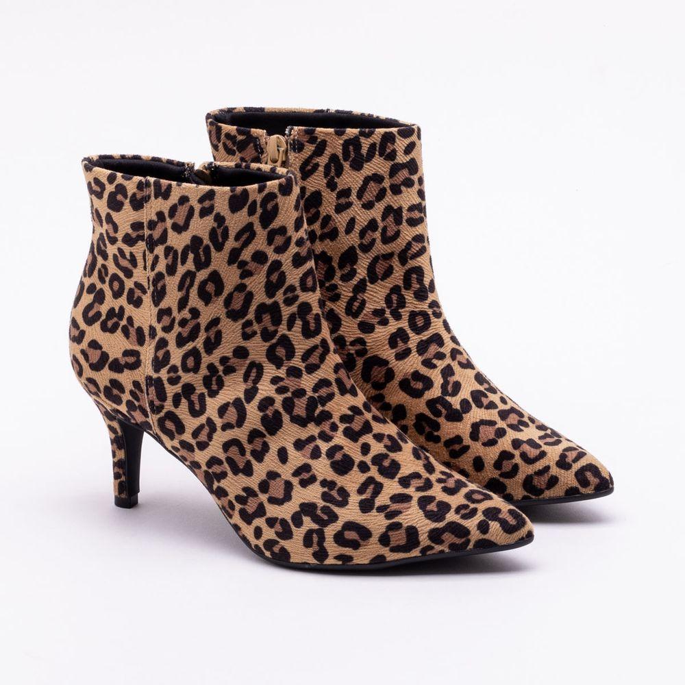 00c36c1ffa Ankle Boot Bebecê Onça Bege Bege e Preto - Gaston - Paqueta Calçados