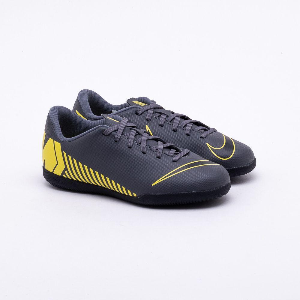 d2e52593bbb39 Chuteira Futsal Nike MercurialX Infantil Vapor 12 Club IC Cinza e Amarelo -  Gaston - Gaston