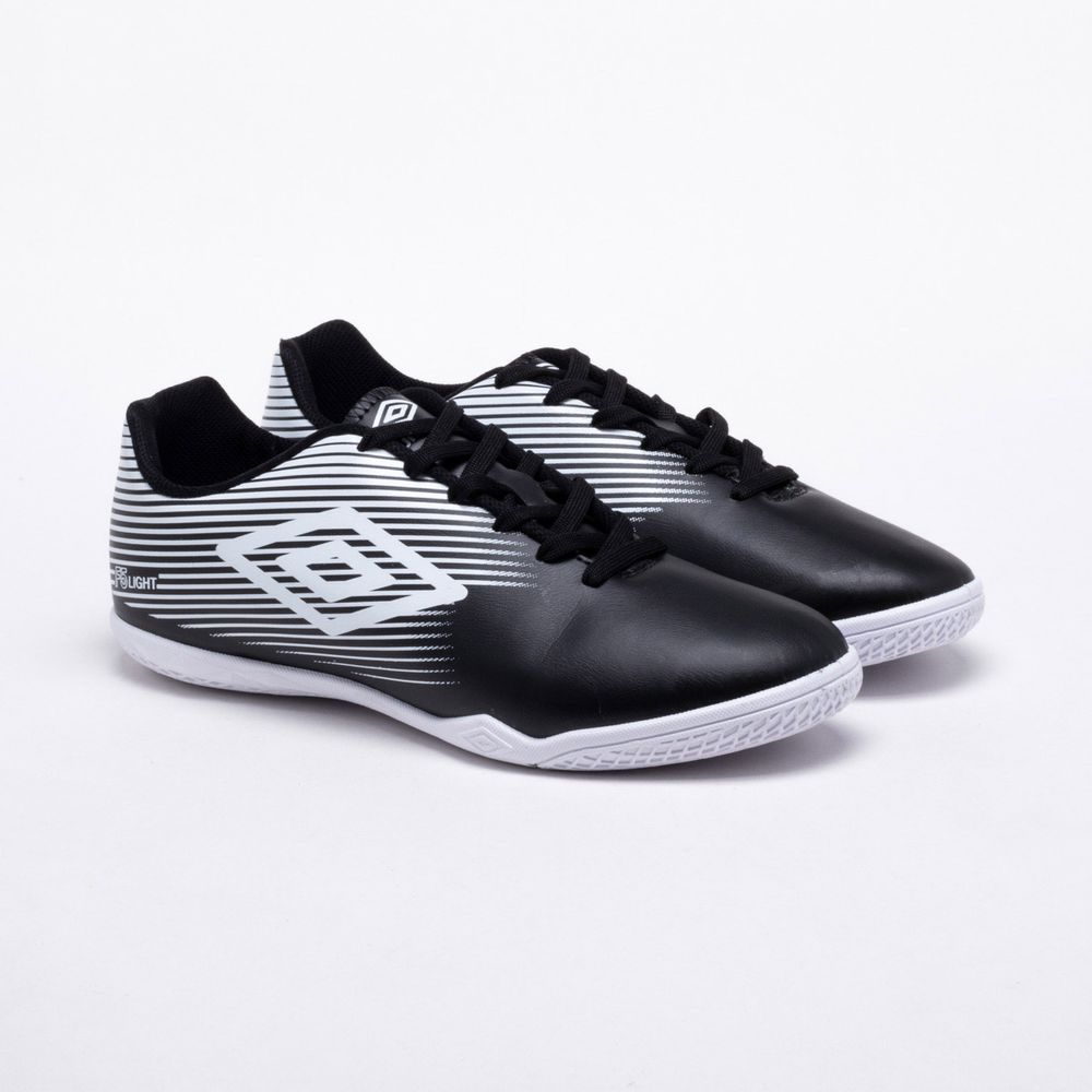 683e38162f Chuteira Futsal Umbro F5 Light Preto e Branco - Gaston - Paqueta ...