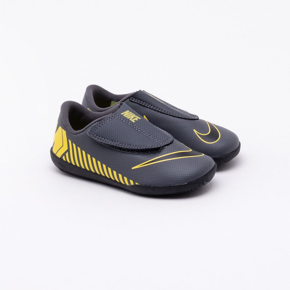 64953db13a Chuteira Futsal Nike Infantil Mercurial Vapor XII Club Cinza Cinza e ...